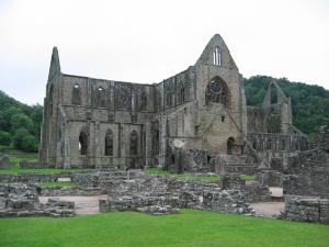 Tintern Abbey (wikimedia)